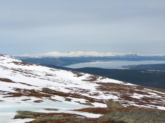 Kall sjö, varmt fjäll